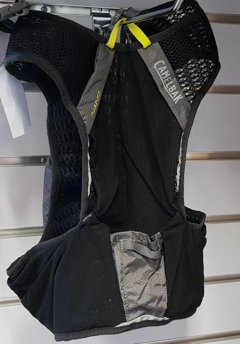 CAMELBAK Nano Vest běžecká vesta s lahvemi graphite/sulphur spring  S