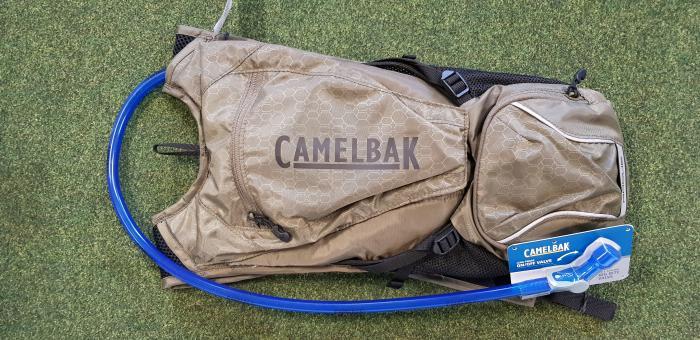 CAMELBAK Rogue 2,5 l batoh s pitným vakem burnt olive/black